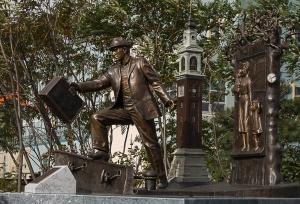 Emigrant statue
